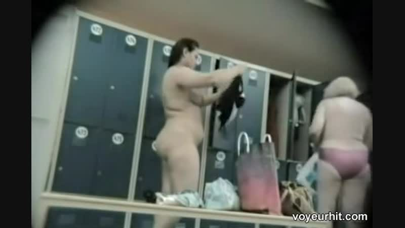 Скрытые камеры в женских раздевалках видео дубинкой