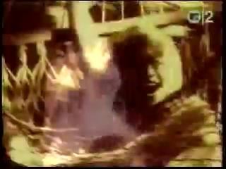 заприщёный клип пивицы МАДОНЫ ( MADONA - erotica ) - так называется песня !