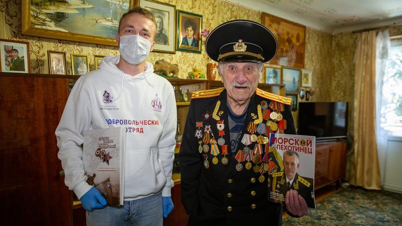 Ветеранов Ялты поздравил с годовщиной освобождения города Православный Добровольческий отряд Кинокомпании «Союз Маринс Групп»