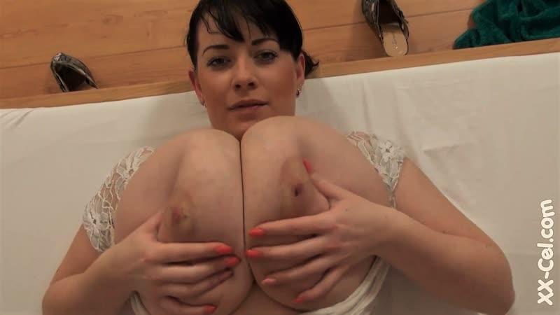 Thick Curvy Big Tits Moms