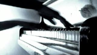 Szentpéteri Csilla - Seagull / Sirály  (Composed by Csilla Szentpéteri - Hungarian pianist-composer)