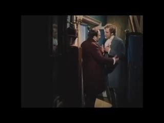 """""""Только после вас!"""" Чичиков и Манилов."""