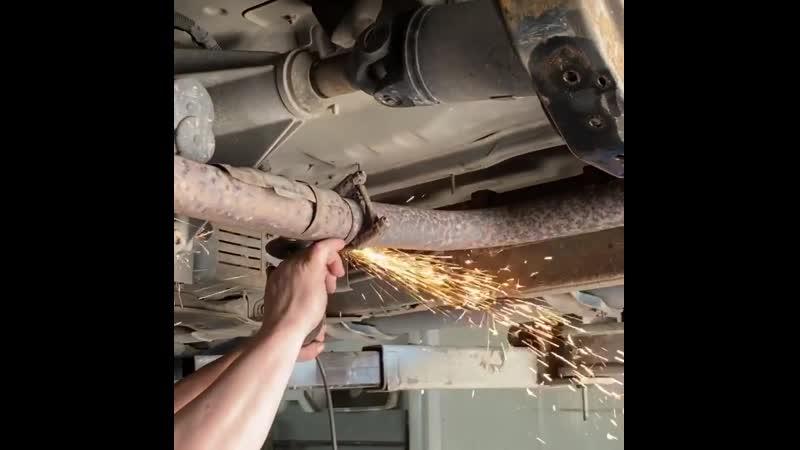 В наш автоцентр @ auto rycar приехал на лечение Nissan Navarа🏁⠀Жалобы на сгнивающую раму Проблема серьезная☝️⠀На видео дост