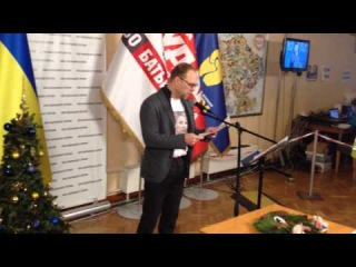 Власенко читает письмо Тимошенко с призывом идти на резиденцию Януковича
