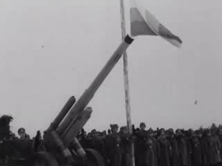 Генерал Власов на военном параде 1-й дивизии РОА в Мюнзингене (триколор), Германия, февраль 1945