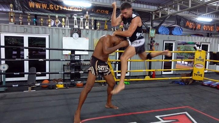 Vitalii Dunets 🌍COACH on Instagram Master 🇹🇭EID @sutaimuaythai ☝️🗯Техника локтей в тайском боксе является самым устрашающим 🔪оружием этого бое