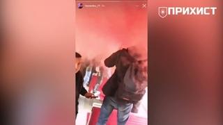 Фанаты «Кривбасса» крушат вагон электрички: в сети появилось видео