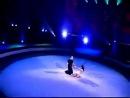 Романтический танецот цирка Канады - они действительно выглядят как одно целое