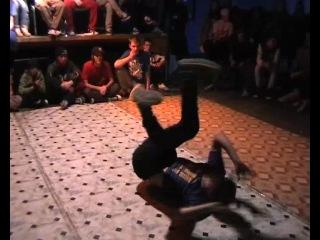 2 й круг b boy Maestro Wild Beezz School vs b boy Shustry Sky Move School