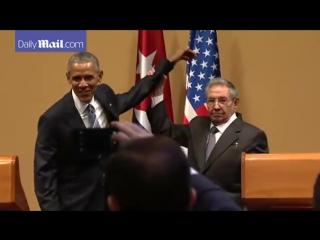 Обама и Рауль Кастро. Неудавшееся похлопывание по плечу