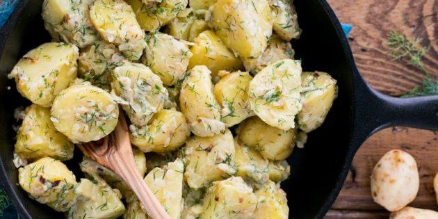Как приготовить молодую картошку в духовке и на плите: 10 аппетитных блюд, изображение №5