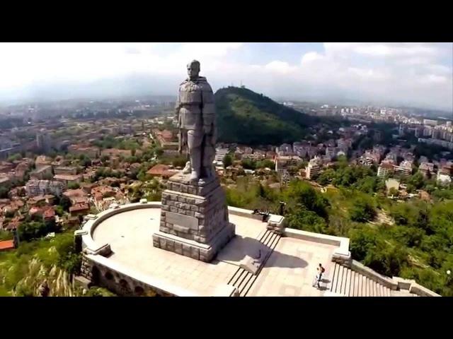 Стоит над горою Алеша в Болгарии русский солдат