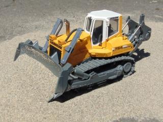 Bulldozer LIEBHERR PR 754 Litronic. RC Model by CONRAD Scale 1-50 TEST DRIVE