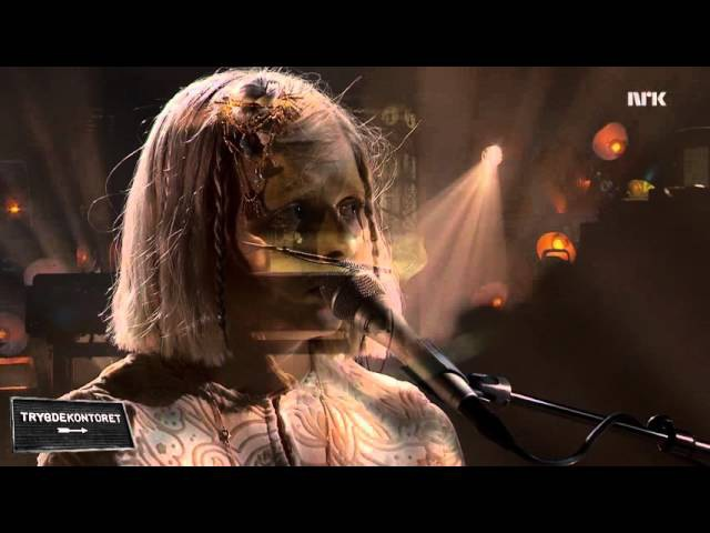 Aurora - «Life on Mars» (David Bowie)