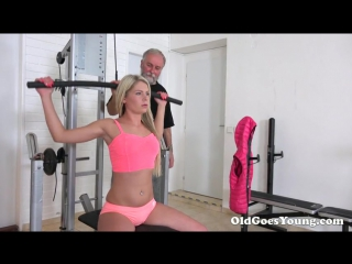 [oldgoesyoung] martina (martina and old goes young guy fuck like pornstars in the gym/старый дед трахает молодую как порнозвезда