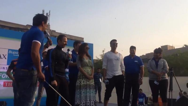 Акшай Кумар и Нимрат Каур на walkforhealth марафон, 10.01.2016 в Мумбаи!