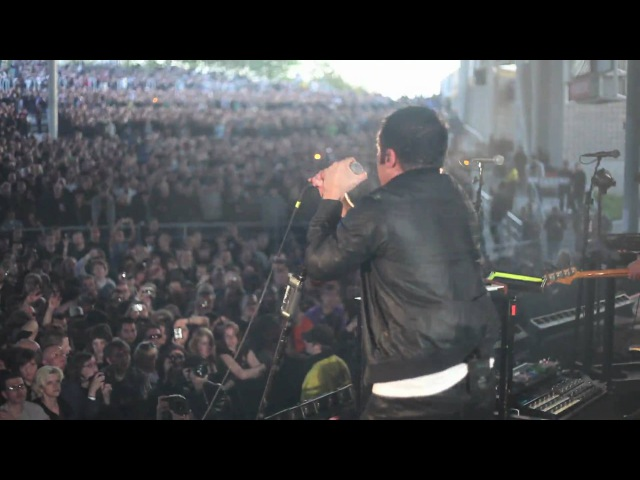 NIN Im Afraid of Americans live from on stage in Toronto, 6.02.09 [HD 1080p]