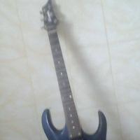 продам срочно гитару,по цене сойдёмся!!!пишите в