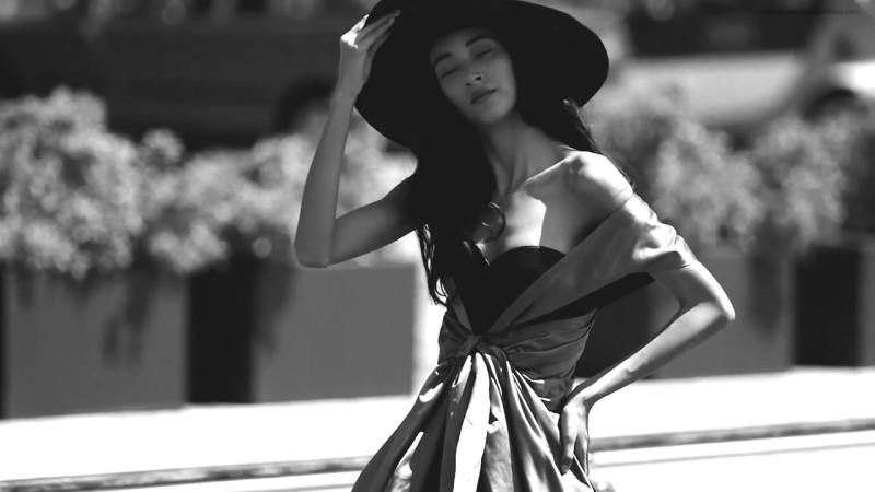 Supermodel Daniela de Jesus Cosio in Haute Couture by Benjamin Kanarek for ELLE