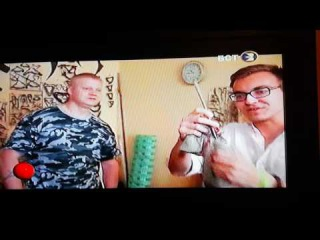Снимал с телека на телефон интервью со мной и Виталием