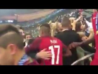 Sir Alex Ferguson congratulates Luis Nani and Cristiano Ronaldo after the #EURO2016