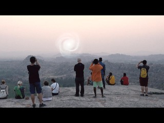 STRANGE VORTEX PORTAL with Glowing UFO filmed by tourists - INDIA !!! May 2016