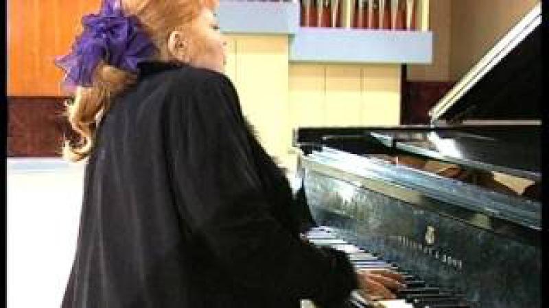 Ярославская пианистка Недда Аязян отмечает 50 летие творческой деятельности