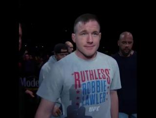 Бывший чемпион UFC Мэтт Хьюз вышел октагон на турнире UFC в Сент-Луисе.