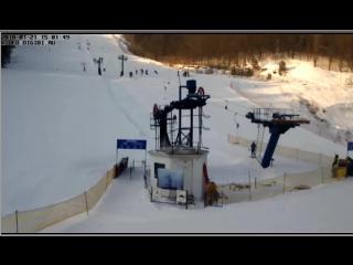 Веб-камеры К24: лыжники и сноубордисты продолжают кататься на склоне «Катунь»