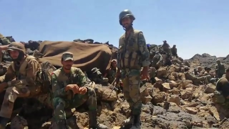 Сирийская армия на аль Джарф ас Сахрия в области Тулюль ас Сафа в пустыне на востоке провинции эс Свейда