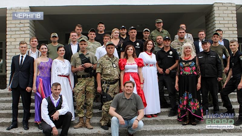 Чернігівські артисти заспівали там де рідко звучить українська пісня