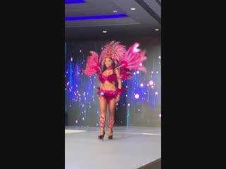 Виолетта Силакова на конкурсе красоты в бразильском костюме