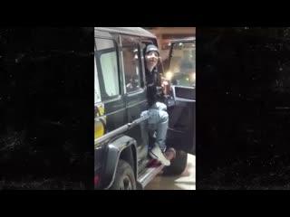 Lil xan угрожает пистолетом человеку, который спросил у него про слова о тупаке [рифмы и панчи]