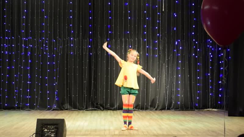 Концерт ко Дню учителя. Выступает ансамбль танца «АКАДЕМИЯ» Киселёвской ДШИ (солирует Даша Рубцова).