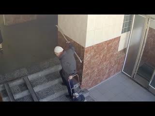 """""""соцработницы"""" похитили из квартиры 87-летней пенсионерки больше двух миллионов рублей"""