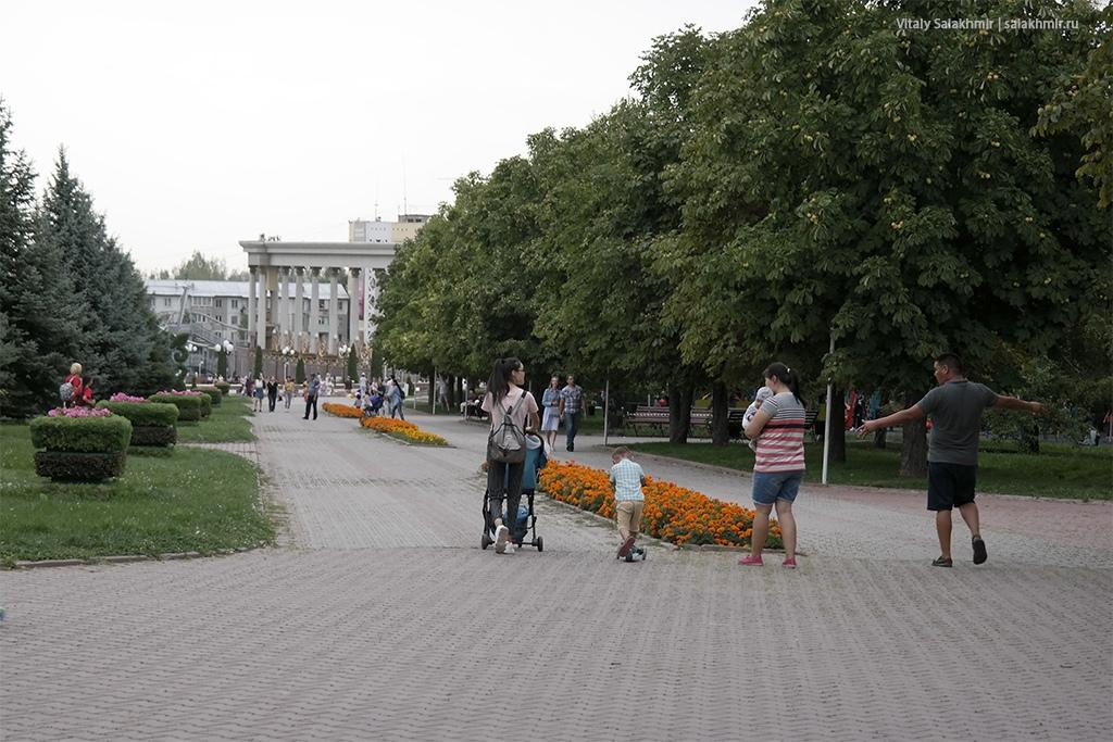 Выход из Парка Первого Президента, Алматы 2019