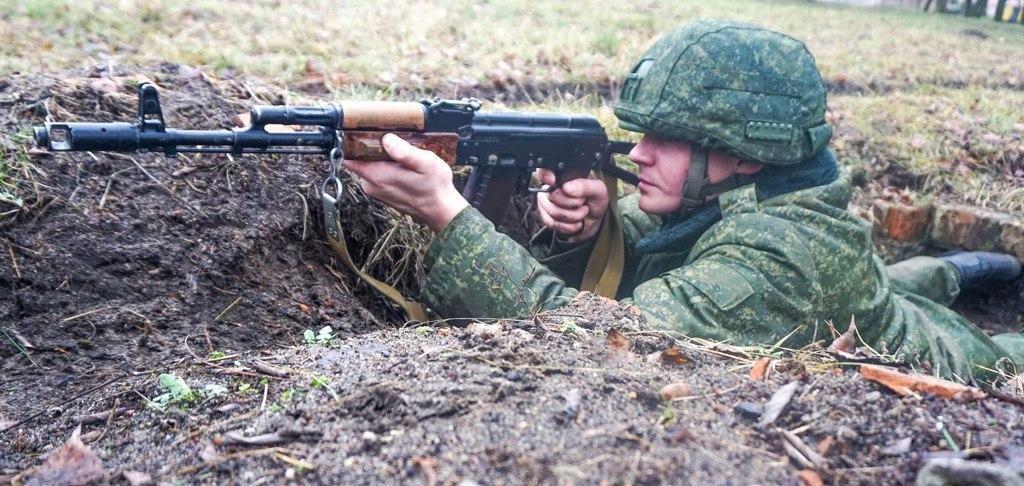 Воинам десантно-штурмовой бригады в Бресте вручили голубые береты