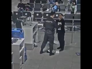 Дебошир в аэропорту Шереметьево