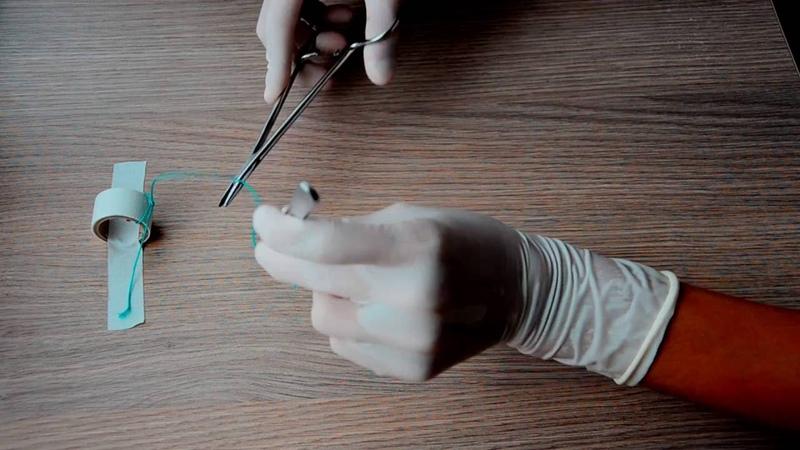Surgical knots using needleholder / вяжем иглодержателем, 1080р