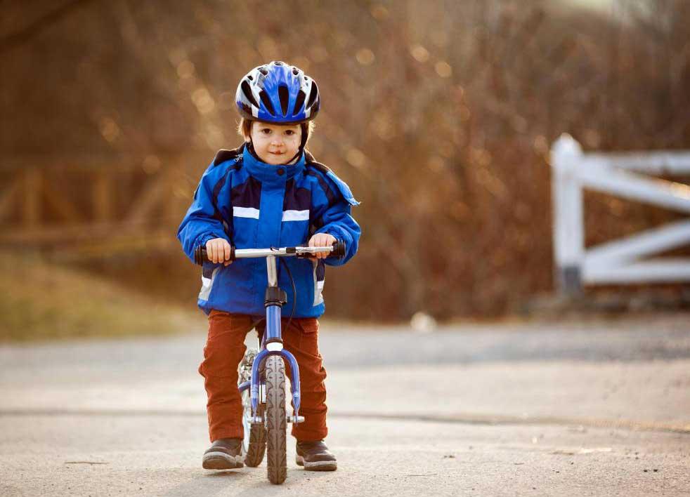 Маленькие детские велосипеды, как правило, всего 12 дюймов в диаметре.