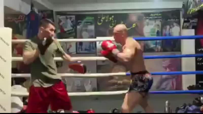 Баз Мохаммад Мубариз - боксёрская тренировка