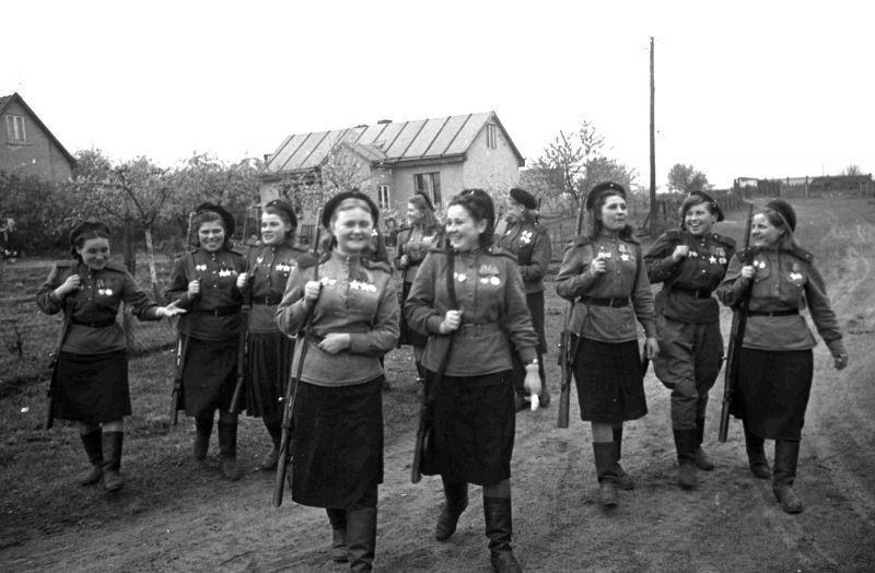 Эти девушки убивали фашистов и защищали нашу Родину!