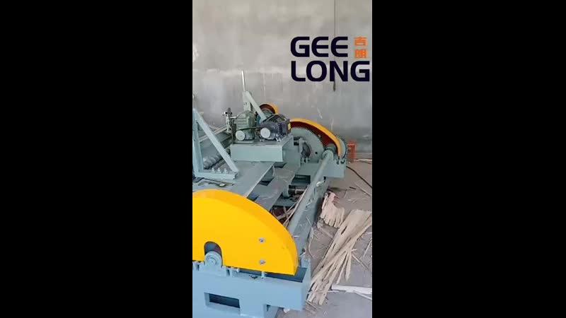 Automatic feeding small diameter log peeling machine, whatsapp 008615562171367.mp4