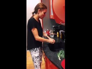 Ляйсан Утяшева рассказала, чем кормит детей и мужа