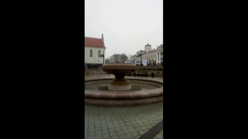 Вцентре старого Минска, на пл. Свободы стоит скамейка в честь дипломата Лгинского. Белорусы его уважают не как известного жиплом