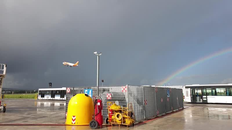 Неаполь, радуга в аэропорту, ноябрь 2019 г.