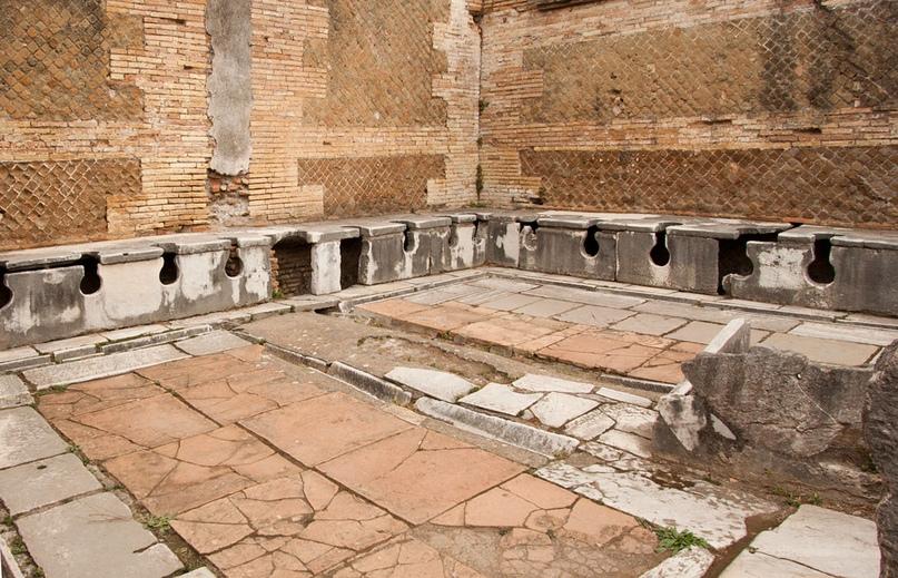 Общественная уборная в Риме