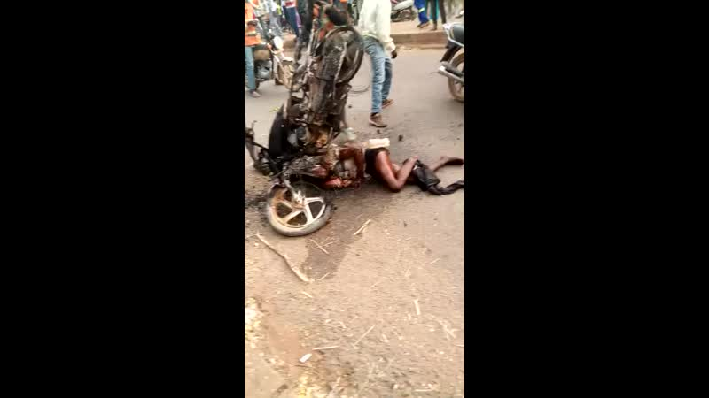 WARNING very cruel- sehr grausam. African actively burned alive nobody cares.mp4
