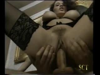 erika bella - Le Perversioni Di Erica (1995) scene 2