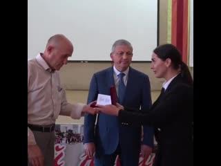 Глава Северной Осетии наградил силовиков, спасавших заложников в Беслане в 2004 году